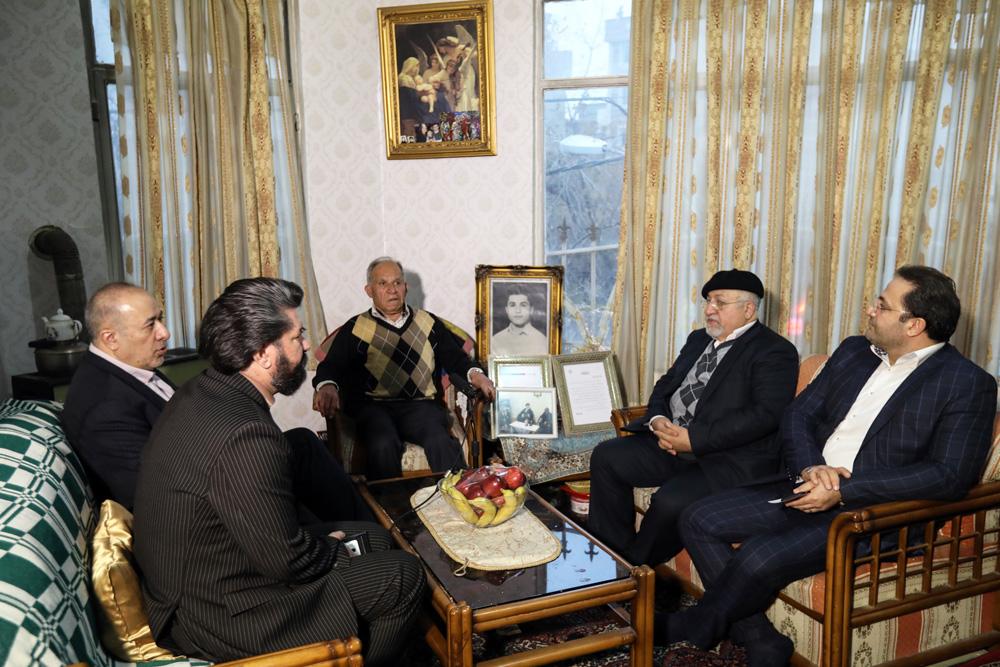 رییس سازمان فرهنگی هنری با خانواده ۲ شهید ارمنی دیدار کرد