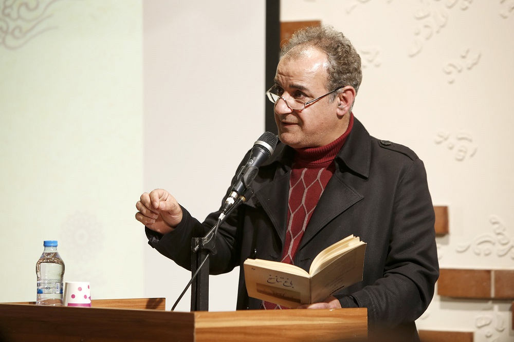 عزیزی از ستونهای شعر انقلاب است / خانه ادبیات داستانی بهزودی افتتاح میشود