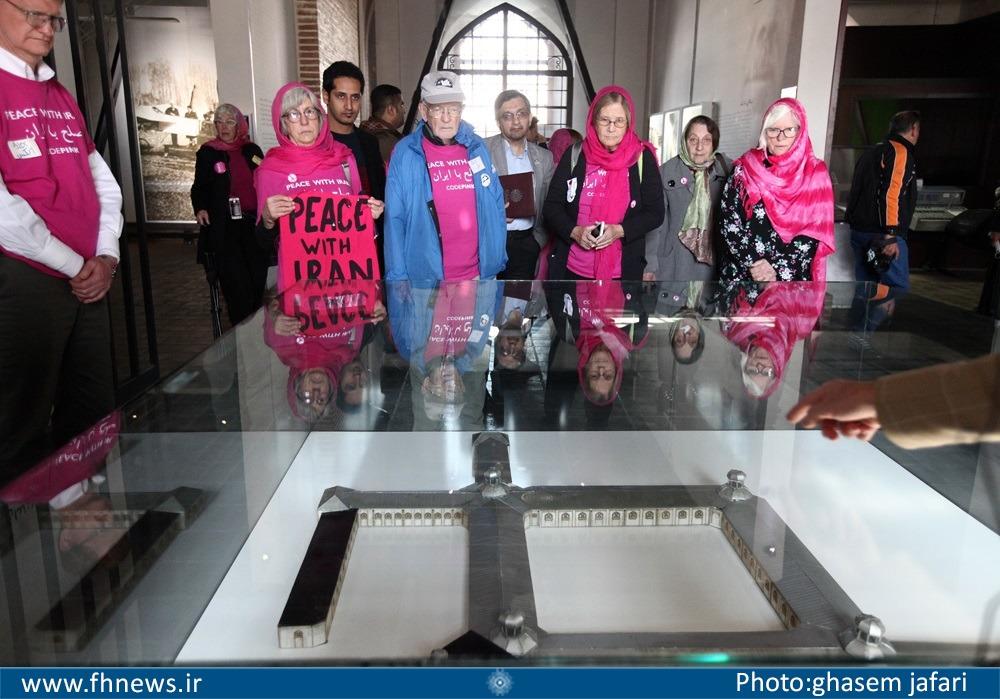 گزارش تصویری/ بازدید فعالان ضدجنگ آمریکایی از باغ موزه قصر