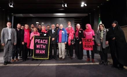 بازدید فعالان ضدجنگ آمریکایی از باغ موزه قصر